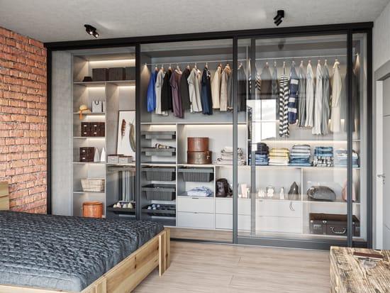 Wyposażenie garderoby – jak profesjonalnie zaaranżować swoją szafę?