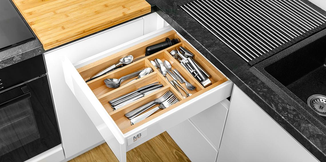 Akcesoria do kuchni, które ułatwią Ci zapanowanie nad chaosem w szafkach